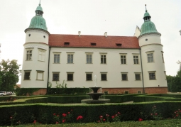 Photo: Fountain and castle walls
